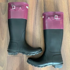 HUNTER colour block boots in black & burgundy